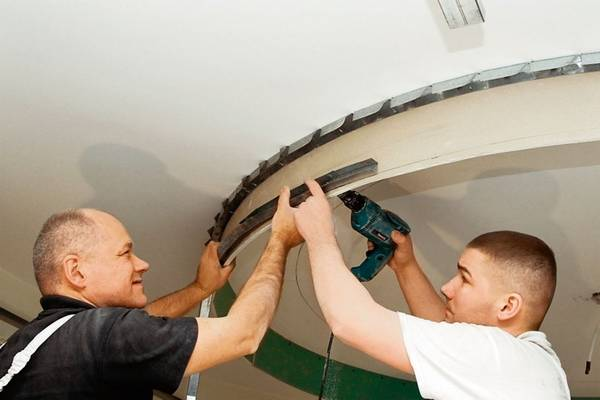Потолок из гипсокартона ремонт своими руками 619