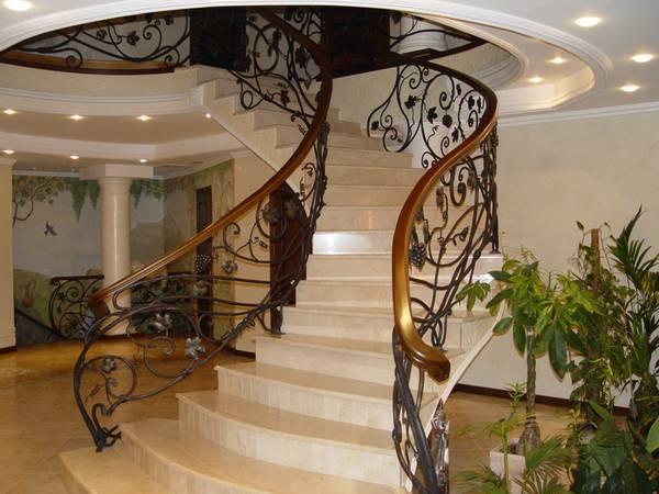 Кованые перила для лестниц: в доме фото, эскизы мраморной и деревянной, художественная ковка на улице
