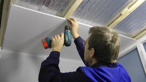 Монтаж подвесного потолка: установка и крепление, видео ремонта конструкции своими руками, как собрать, технология