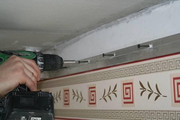 На сколько опускается натяжной потолок при установке: высота в сантиметрах, минимальное расстояние опускания