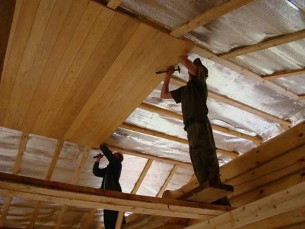 Обшивка потолка вагонкой: как обшить стены своими руками, видео и как зашить на даче правильно, в бане подшить
