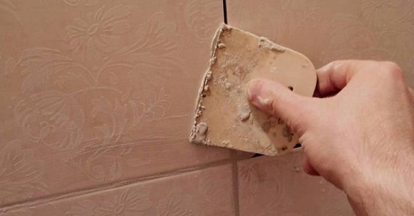Как вывести плесень в углу комнаты
